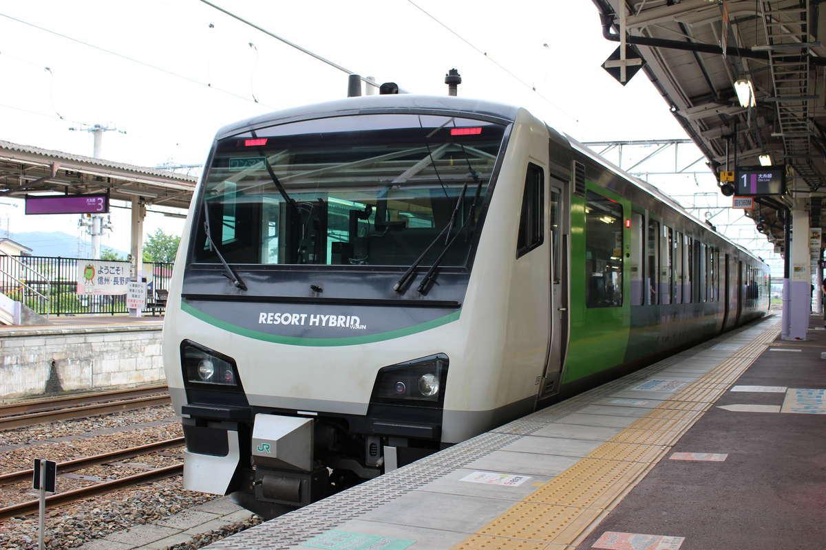 長野~南小谷を走る観光列車「リゾートビューふるさと」