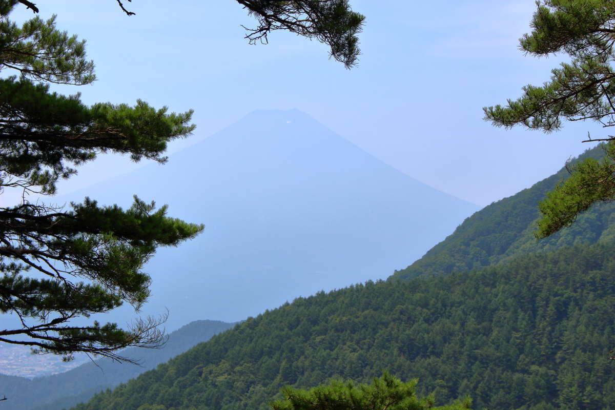 「馬返し」から見る富士山も超うっすら