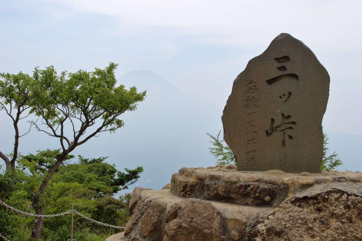 三ツ峠山の最高峰、開運山(標高1,786m)の山頂に到着!