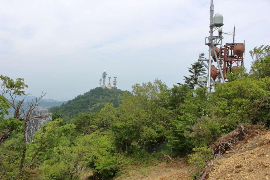 アンテナが林立するピークは「御巣鷹山」