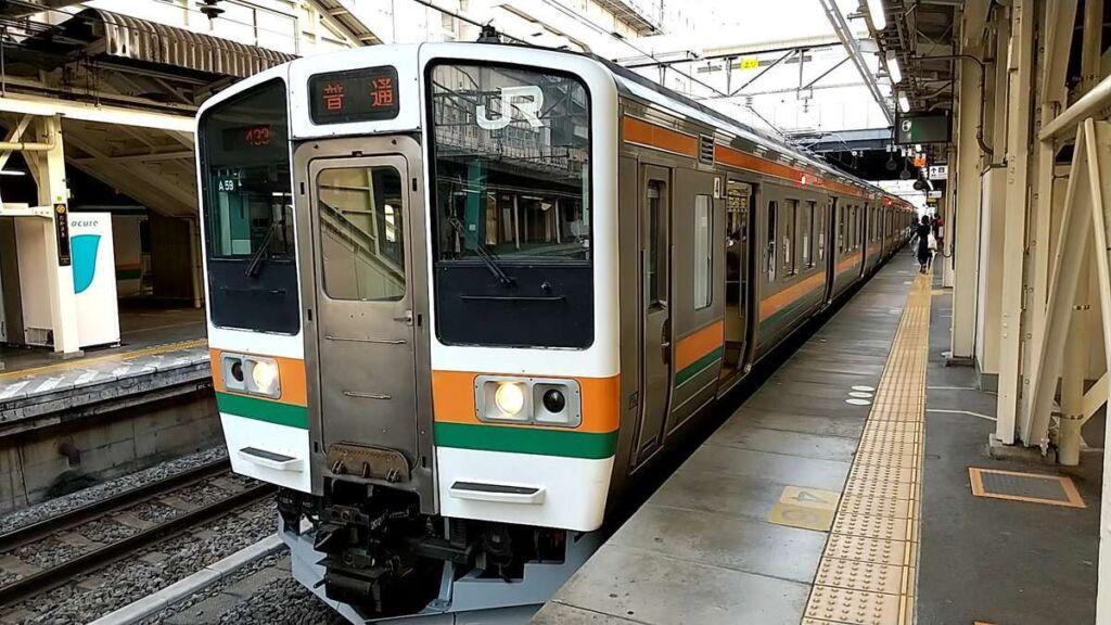 高崎駅で両毛線の電車に乗り換えて前橋駅へ