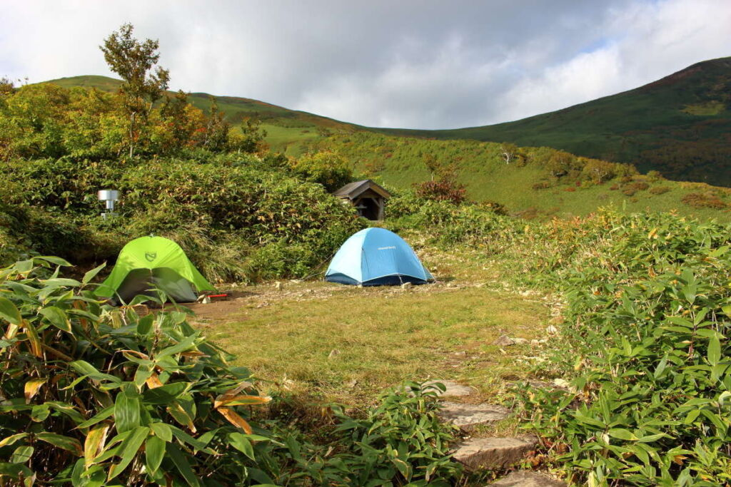 平標山の家のテント場